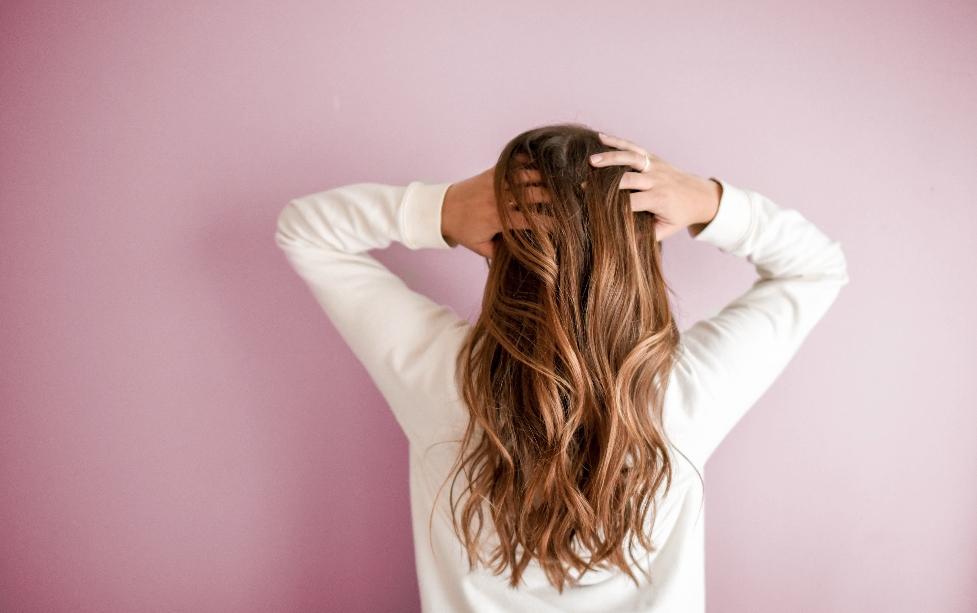 Le massage du cuir chevelu pour avoir de beaux cheveux (et être zen)